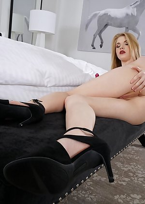 Model Hannah Hays , IntheCrack Pussy Closeup Gold collection wet black snatch #15
