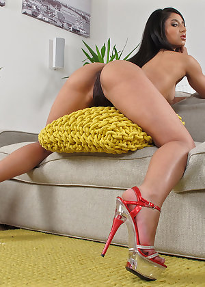 Model Ria Rodriguez , IntheCrack Pussy Closeup Gold collection big labia pictures #7